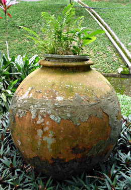 Round large container gardening pot